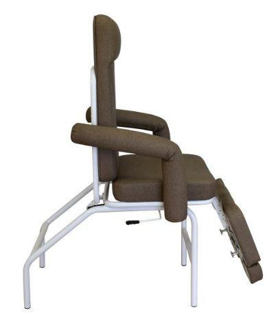 Poltrona de Podologia - Poltrona articulada para podologia com braços removíveis e reclínio total horizontal. Pernas articuladas com três alturas e extensão de comprimento. Espuma ultra soft e tecido sintético. -