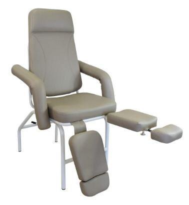 Poltrona de Podologia - Poltrona articulada para podologia com braços removíveis e reclínio total horizontal. Pernas articuladas com três alturas e extensão de comprimento. Espuma ultra soft e tecido sintético.